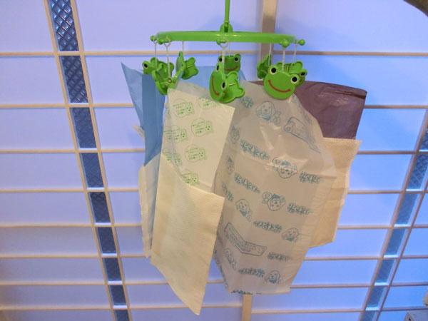 ビニール袋と紙袋の外れやすさを調べる