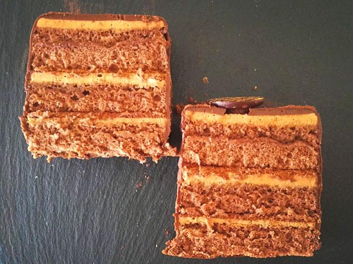 チョコレートケーキ2種食べ比べてみて