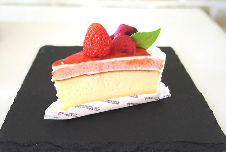 苺とベリーのスフレチーズケーキ