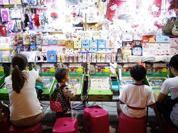 南京西路側にはゲームの屋台