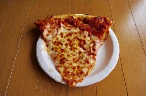 コストコのフードコートメニュー(ピザチーズ)