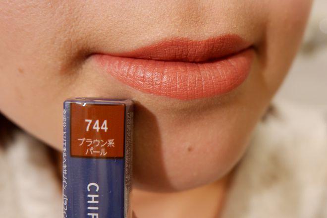 744唇に塗布