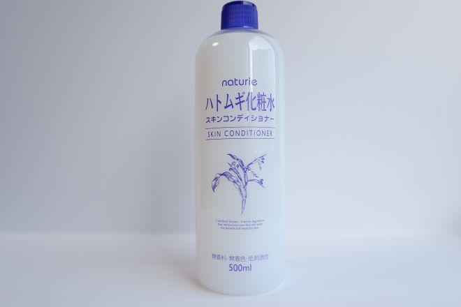 ナチュリエのハトムギ化粧水パッケージ