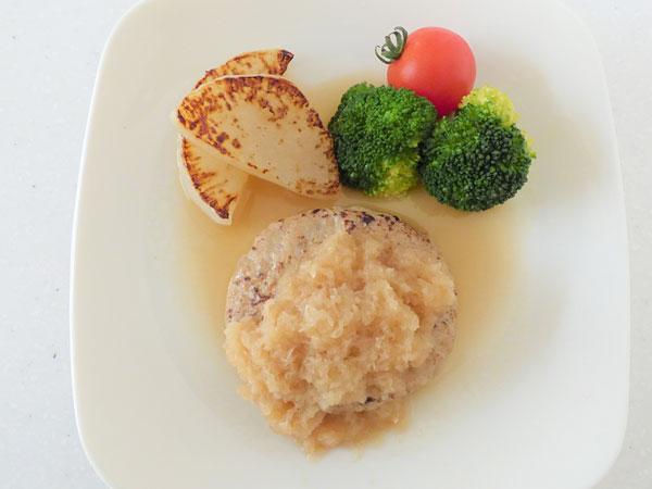 日本の米育ち三元豚焼ハンバーグ