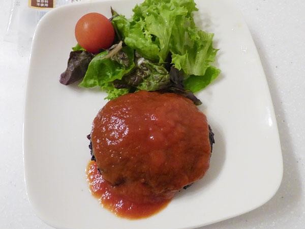 ジョイフルのチーズインハンバーグ(トマトソース付き)