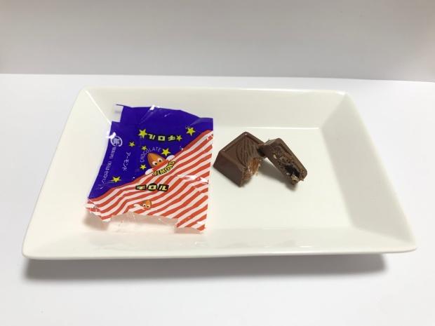 チョコレートアーモンドのチロルチョコ